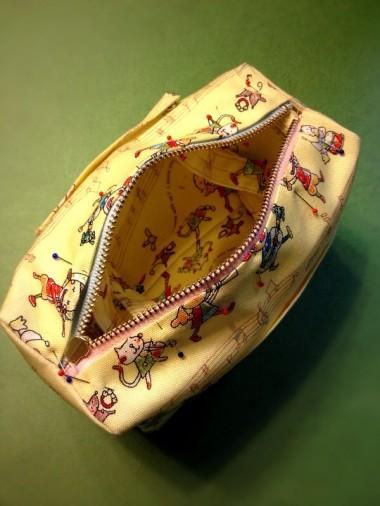 16.形を整えファスナー部分を縫う