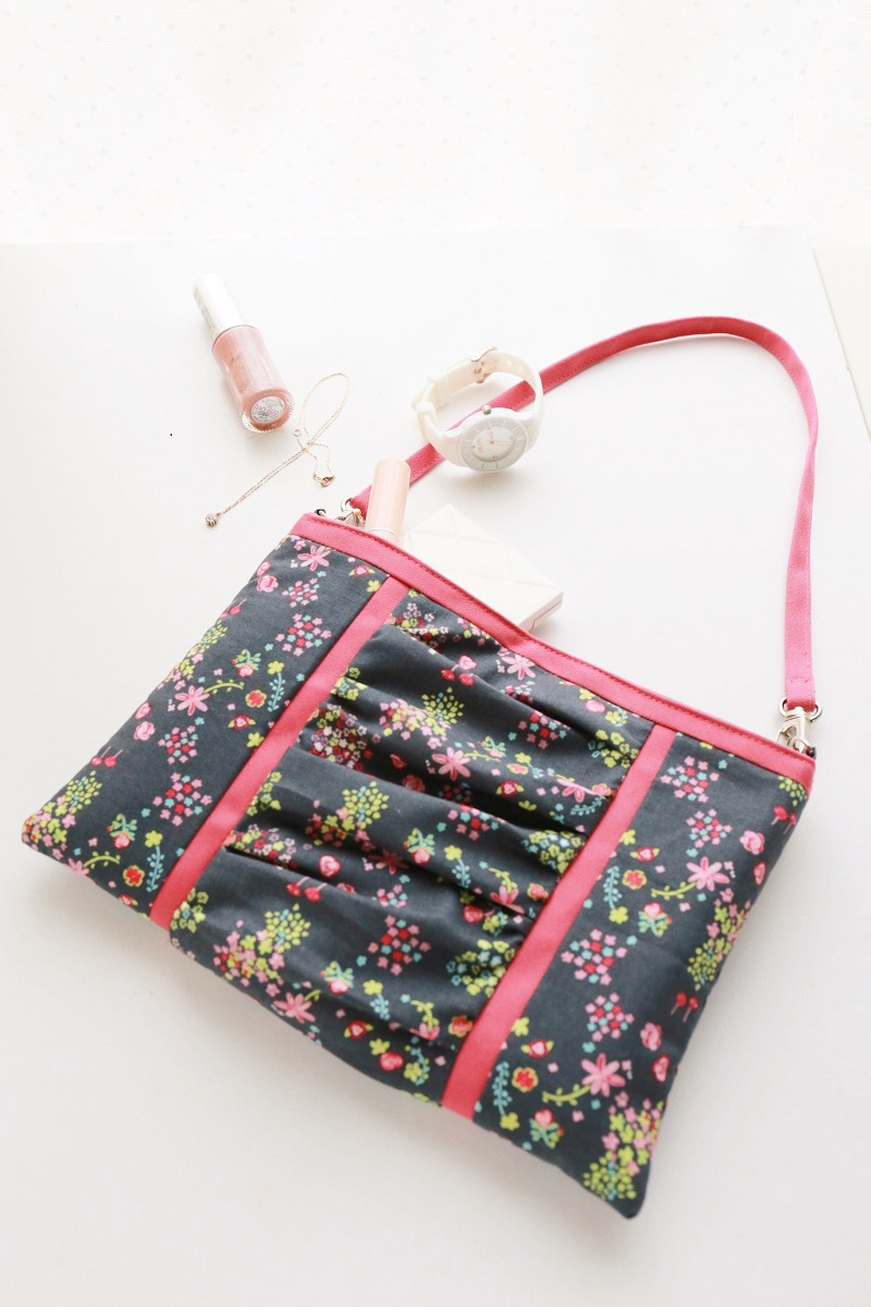 cs124_shoulder_gather_pouch
